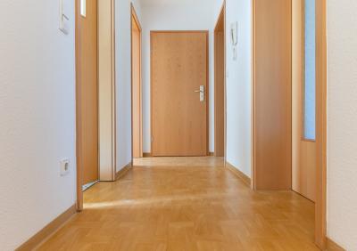 Geräumige 2-Raum Wohnung in schöner Lage zu vermieten !